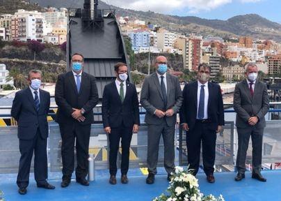 Autoridades y directivos de Naviera Armas Trasmediterránea durante la presentación del buque Ciudad de Valencia