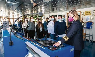 Master class de Trasmediterránea a alumnas de FP Náutica a bordo del buque Ciudad de Palma
