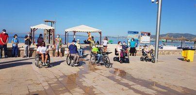 Personas con discapacidad exigen medidas para eliminar las barreras en las playas de Palma