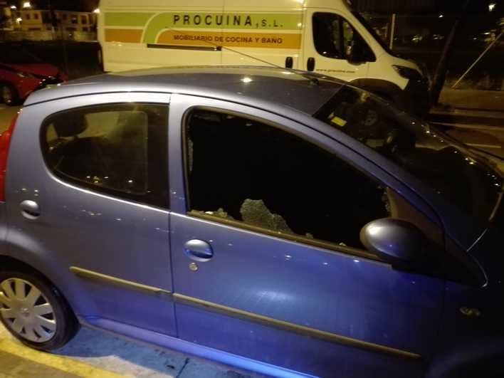 Arrestado tras romper las ventanillas de tres coches para robar en Palma