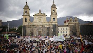 Enfrentamientos y cargas policiales durante el paro nacional en Colombia