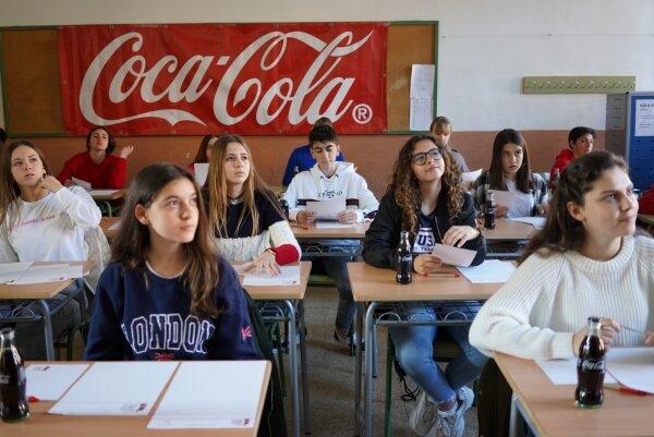 Cerca de medio millar de jóvenes de Baleares podrán mostrar su talento literario gracias a Coca-Cola