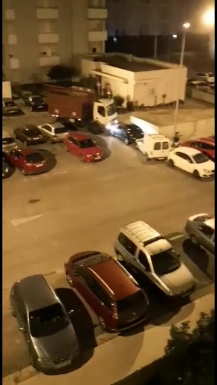 Un camionero ebrio arremete contra varios coches en El Molinar