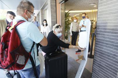 Los hoteleros de Playa de Palma exigen que sea el Govern el que comunique a los turistas el uso de mascarillas