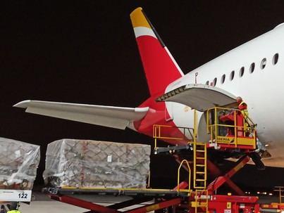Llega de China un segundo avión con 30 toneladas de productos sanitarios