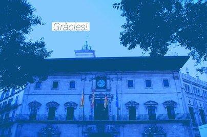 Palma ilumina la fachada de azul para agradecer a los niños su esfuerzo por el confinamiento
