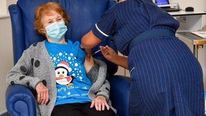 Reino Unido empieza a vacunar a la población contra la Covid 19