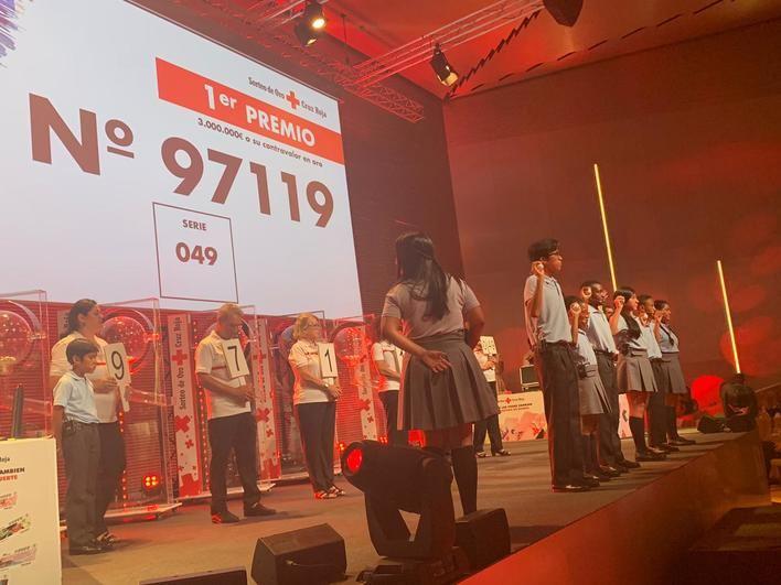El primer Sorteo de Oro de la Cruz Roja que se celebra en Palma premia el 97.119 con tres millones