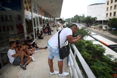 Cuba legaliza el 'wifi' privado y se podrá navegar por Internet en casas y negocios