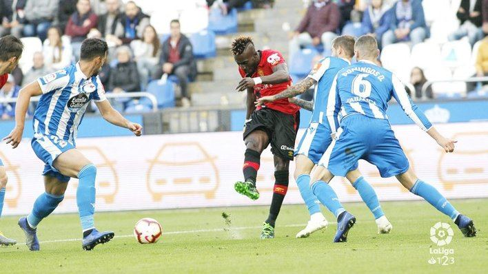 El Mallorca perdona y el Dépor se lo cobra en el minuto 96