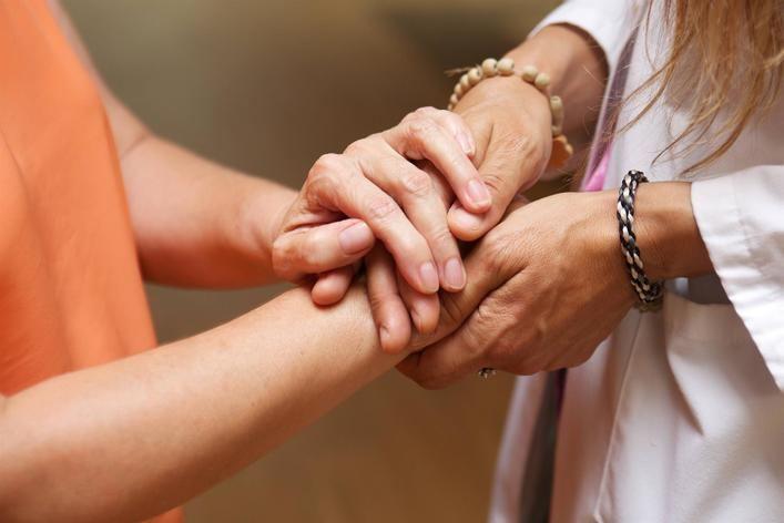 1.700 baleares no buscan empleo porque cuidan a personas dependientes