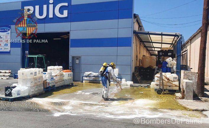 La rotura de unos bidones provoca un derrame de 5.000 litros de ácido en el Polígono Son Castelló