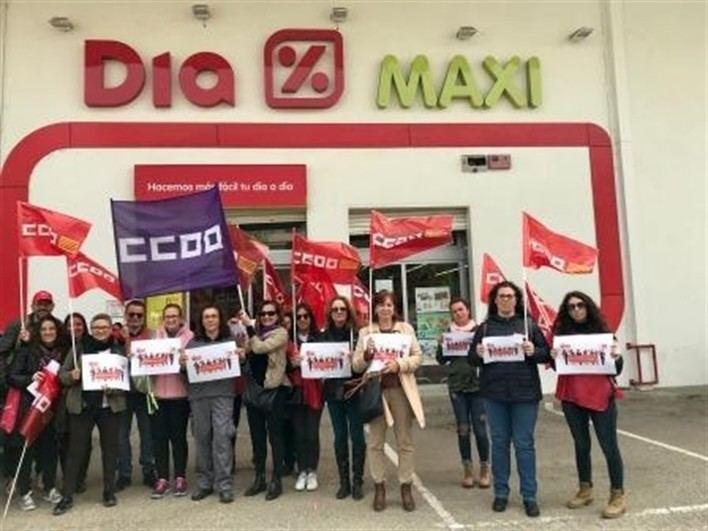 Los trabajadores de DIA en Inca se concentran para exigir la paralización del ERE