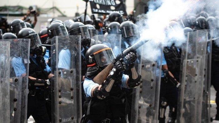Cientos de manifestantes contra la ley de extradición paralizan el tren de Hong Kong