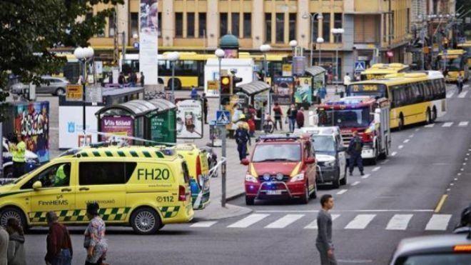 EI reivindica el ataque con cuchillo cerca de París, que deja dos muertos