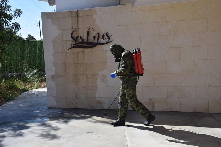 El Ejército de Tierra desinfecta la residencia Ses Ones en Marratxi