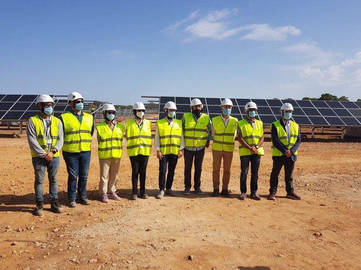 Yllanes reitera la 'apuesta por la energía limpia' ante el parque fotovoltaico de sa Caseta de Endesa