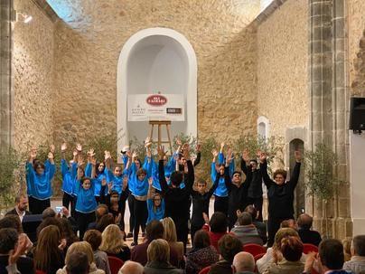 La Escolania de Lluc ofrece un concierto multitudinario en la església vella de Caimari