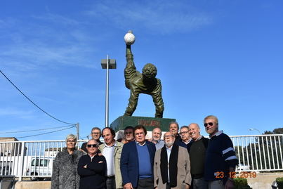 Una 'chilena' de Maradona preside a partir de ahora la entrada de la Federación de Fútbol
