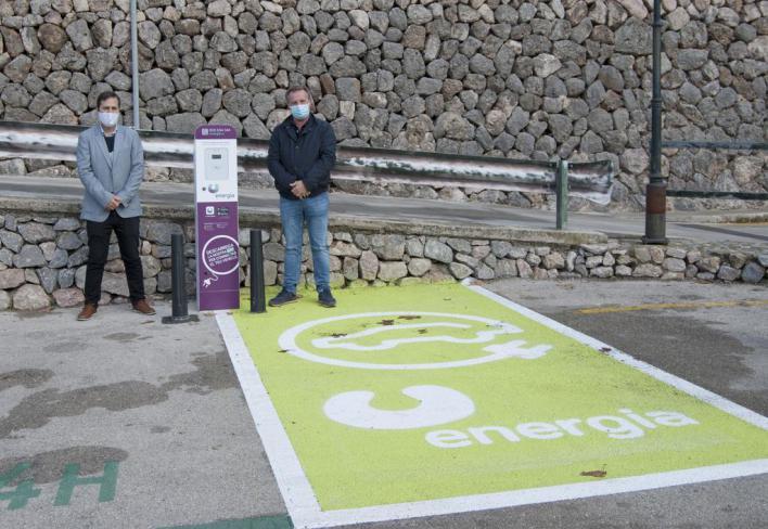 Fornalutx instala sus dos primeros puntos de carga de vehículos eléctricos