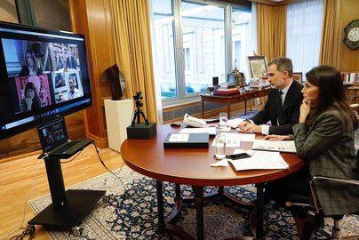 Gran empresa, los Reyes y el Gobierno unen fuerzas para recuperar la imagen de España