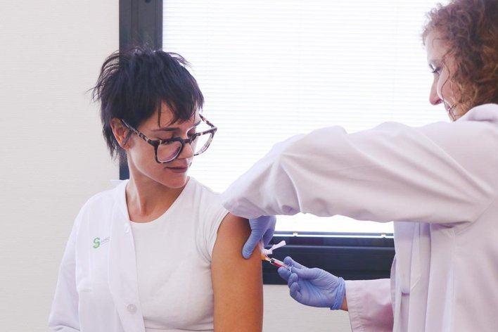 Instan a los grupos de riesgo a vacunarse contra la gripe