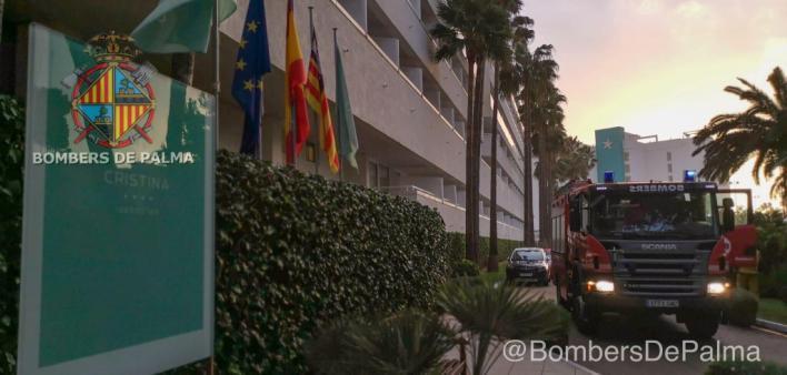 Los Bomberos intervienen para sofocar un incendio en la sauna de un hotel de Platja de Palma