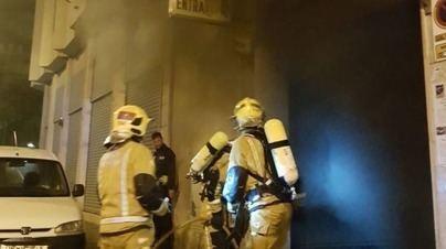 Arde un vehículo en un garaje de una vivienda en Son Ferriol