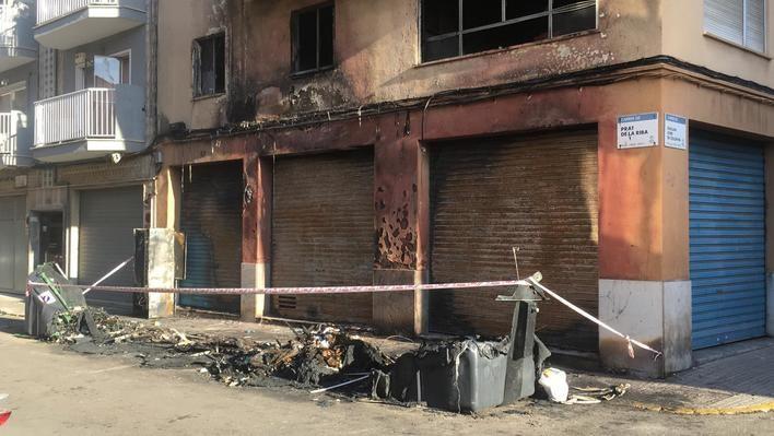 Pánico en Camp Redó tras el incendio de una batería de contenedores