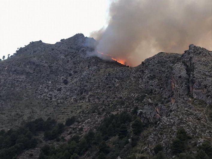 Dos incendios forestales amenazan sa Calobra y Formentor