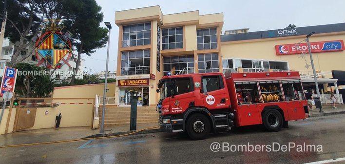 Dos heridos tras incendiarse un gimnasio en Palma