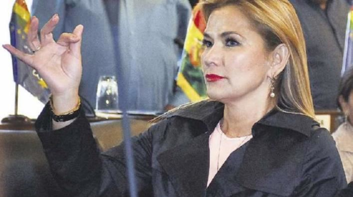 Jeanine Añez asume interinamente la presidencia de Bolivia