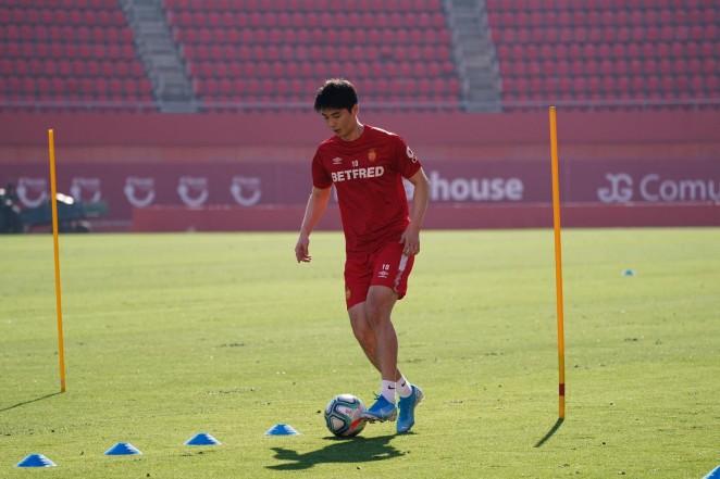 Ki se enfunda la camiseta del Mallorca: 'Quiero ayudar al club a lograr la permanencia'