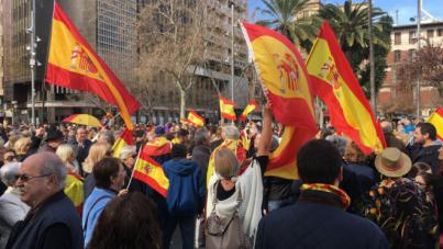 Centenares de personas se concentran en Palma por la unidad de España