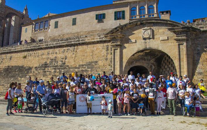 130 personas participan en la marcha solidaria de Cáritas a favor de migrantes y refugiados