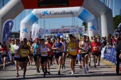 Miles de personas participan en la XXVII Mitja Marató Ciutat de Palma