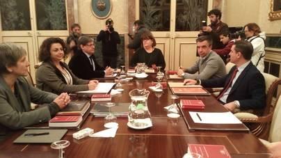 Huertas y el PP abortan el cese de la presidenta del Parlament