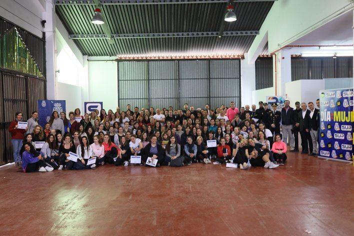 Más de 260 mujeres participan en un curso de defensa personal organizado por la Policía Nacional