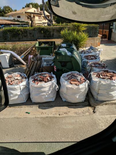 Pillan a los autores de vertidos de residuos y trastos en Calvià