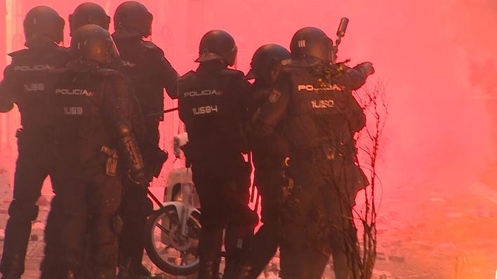 Noche de violencia y caos en Cataluña