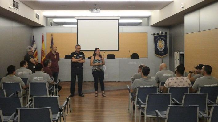 Alumnos de PalmaActiva realizan prácticas de mecánica en la Policía Local de Palma