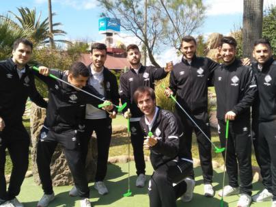El Palma Futsal se relaja jugando al golf a la espera del partido frente al Pozo Murcia