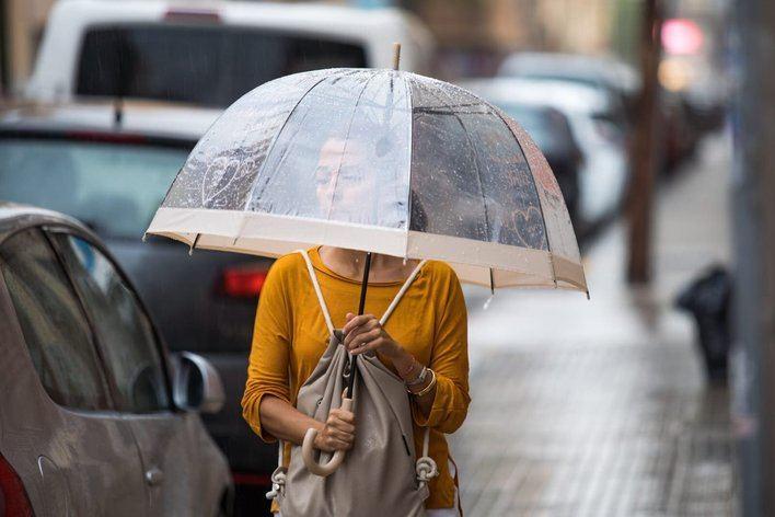 Palma registra intensas lluvias a la espera de las fuertes tormentas previstas el domingo en Baleares