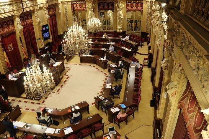 Suspendido el pleno sobre reactivación económica al negarse tres diputados a abandonar la sala