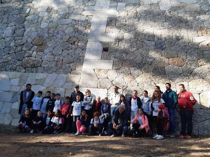Inugurado el Mirador de la Pedra en Sec, primero reconstruido con técnica tradicional
