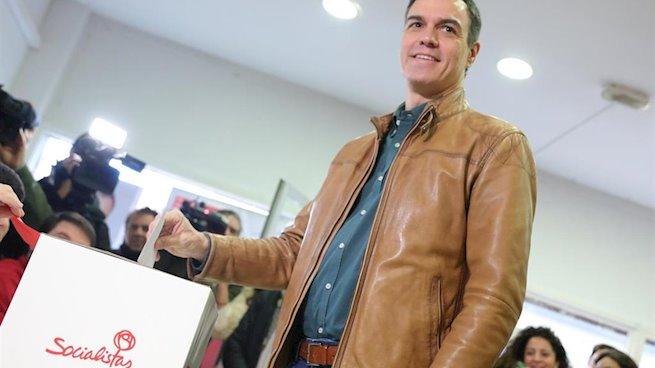 Sánchez vota en la consulta del PSOE para avalar un Gobierno de coalición con Unidas Podemos