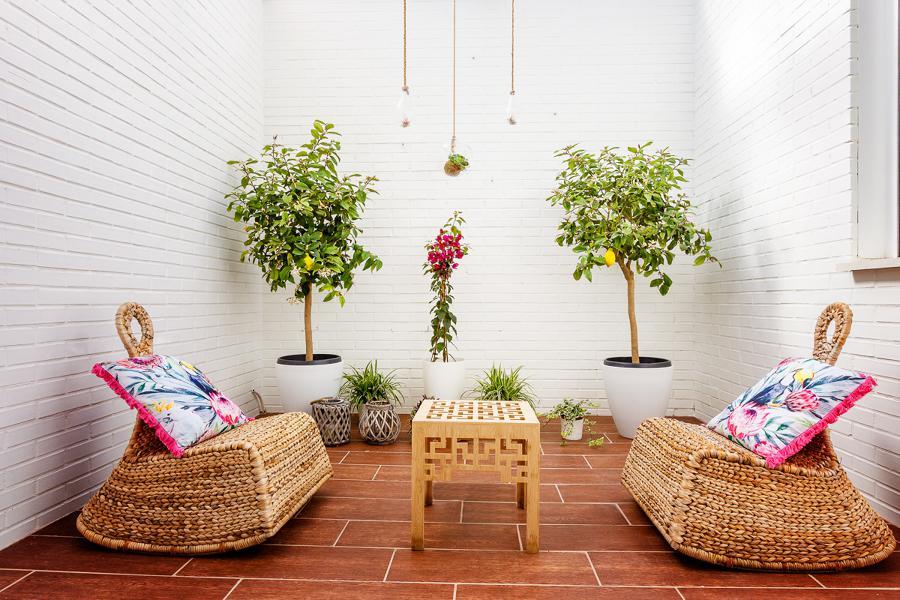 Cinco consejos para renovar tu terraza por menos de 500 - Poner cesped artificial ...