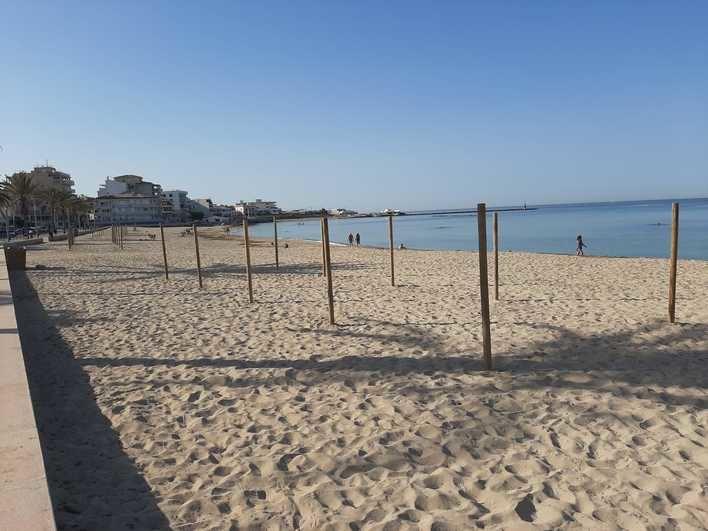 Ultimátum a Cort: playas sin hamacas, sombrillas ni limpieza si no hay ayudas