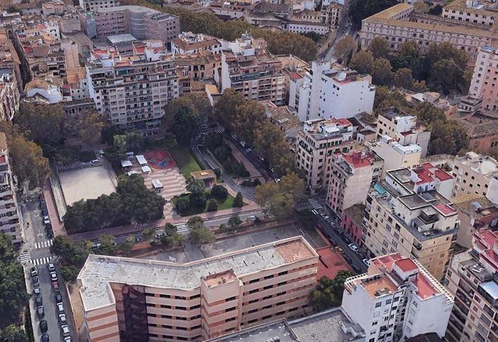 12 colegios de Palma usarán calles, plazas y 'casals de barri' para dar clases