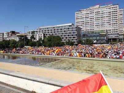 Miles de personas protestan en Madrid contra el indulto a los presos del 'procés'